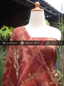Sarung Selendang Batik Sutera Kontemporer Latar Merah | THEBATIK.co.id