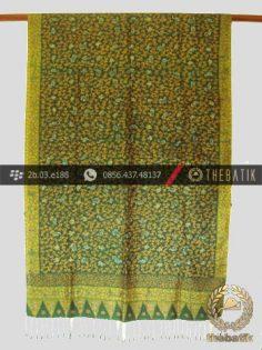 Selendang Batik Tulis Sutera Motif Lasem Tumpal Hijau