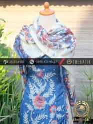 Sarung Selendang Batik Sutera Buketan Biru Putih