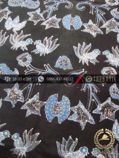 Kain Batik Tulis Warna Alam Motif Wahyu Tumurun Hitam