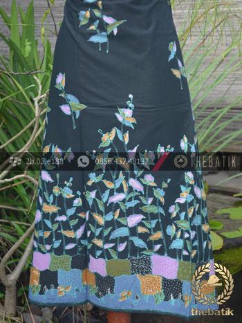 Kain Batik Tulis Motif Floral Latar Hitam