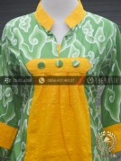 Model Baju Batik Kerja Wanita Hijau Kuning