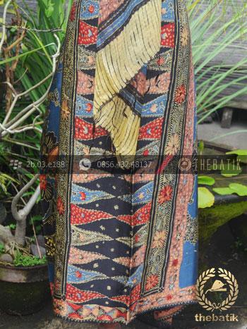 Sarung Selendang Batik Tulis Sutera Tumpal Biru Merah