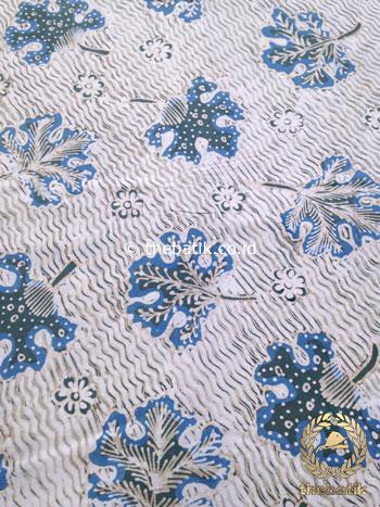 Batik Tulis Pewarna Alami Daun Anggur Latar Putih