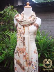 Sarung Selendang Batik Tulis Sutera Buketan Cream