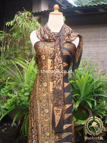 Sarung Selendang Batik Cap Sutera Tumpal Sogan Keemasan