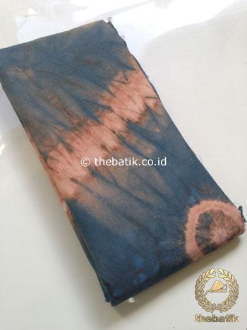 Kain Batik Jumputan Warna Alam Warna Tembaga Dongker