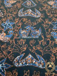 Kain Batik Tulis Warna Alam Wahyu Tumurun Latar Hitam