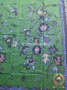 Kain Batik Tulis Motif Floral Biru Latar Hijau