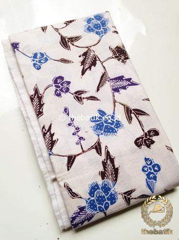 Kain Batik Tulis Motif Kembang Rambat Biru Latar Putih