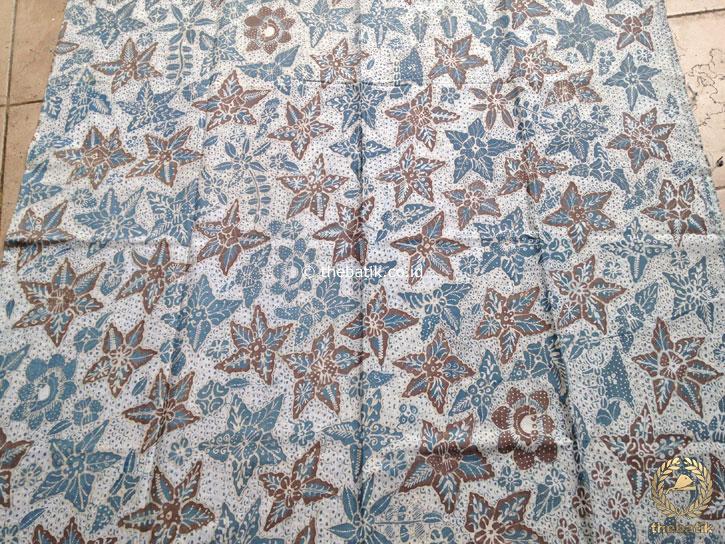 Kain Batik Tulis Warna Alam Floral Bantulan Gringsing