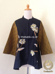 Model Baju Batik Modern Wanita – Blus Bordir Floral