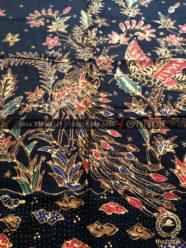 Bahan Baju Batik – Kain Batik Tulis Motif Merak Boketan Latar Hitam