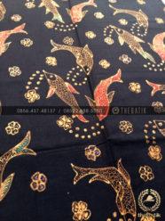 Bahan Baju Batik – Kain Batik Tulis Motif Ikan Mas Latar Hitam 6053a28371