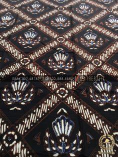 Kain Batik Jawa Lawasan Motif Garuda Hitam